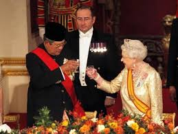 Presiden SBY ketika menerima pengharaggan sebagai Ksatria Salib Agung