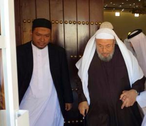 Salim A Fillah bersama Yusuf Al-Qadrdawi